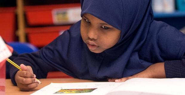 Министерство государственного образования Британии угодило в цугцванг из-за хиджабов в младших классах и не знает, что делать: то ли позволить несовершеннолетним девочкам носить хиджабы – и тогда обвинят в «сексуализации», то ли запретить