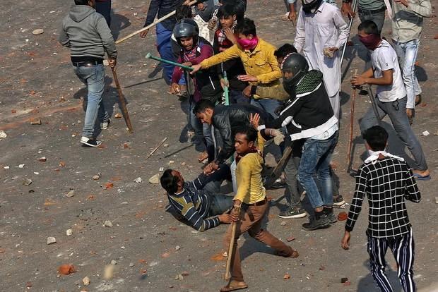 За четыре дня беспорядков в Нью-Дели погибли по меньшей мере 34 человека, еще около двух сотен жителей мусульманских районов пострадали.