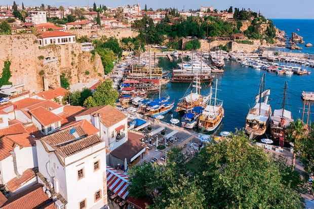 Наибольшая доля продаж пришлась на Стамбул (39,4 тысячи сделок) и Анкару (26,9 тысячи сделок).
