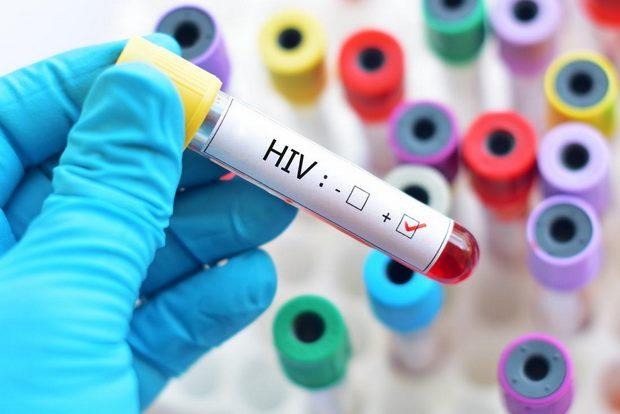 Более половины зараженных получают антиретровирусную терапию.