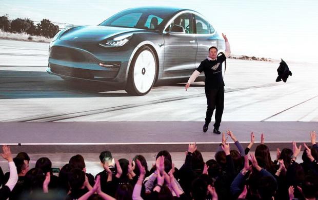 В начале января Илон Маск был настолько рад, что станцевал на открытии завода Tesla в Китае. Для этой радости действительно есть много причин.