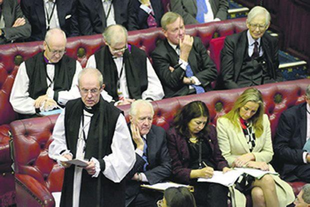 Авторы указывают, что епископы активно участвуют в работе палаты, выступая, голосуя и служа в комитетах, как и другие пэры, то есть они отнюдь не исполняют чисто формальную или церемониальную функцию, а играют активную роль в создании законодательства.
