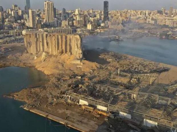 Власти Ливана заявили, что причиной мощных взрывов в портовой зоне Бейрута во вторник стала детонация 2 750 тонн хранившейся на складе аммиачной селитры.