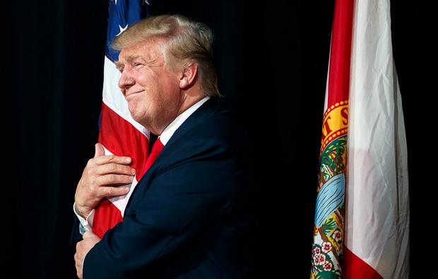 Поэтому специалисты не исключают, что уходящий со своего поста президент в ближайшие годы так или иначе продолжит играть немалую роль на американской политической сцене.
