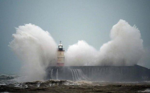 В Великобританию и Ирландию пришел шторм ~Киара~