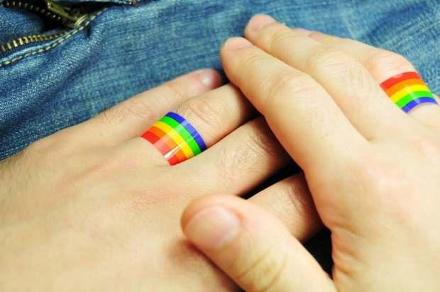 Швейцарский парламент утвердил законопроект, разрешающий однополые браки