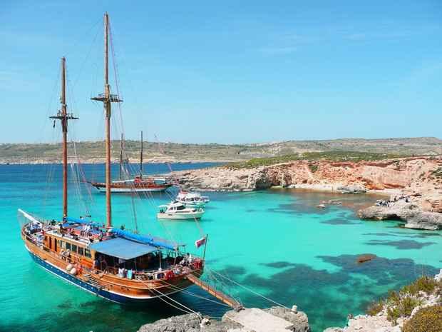 Власти Мальты зазывают иностранных туристов на летний отдых, обещая до 200 евро каждому