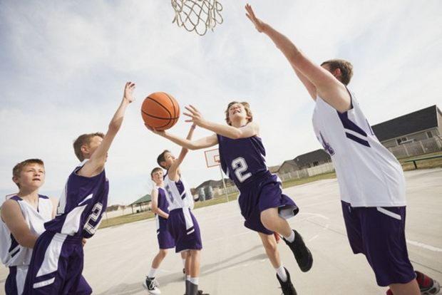 В США принято, что вместо серьезных спортшкол маленьких американцев тренируют в кружках местных домов культуры.