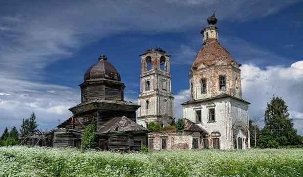 В России сегодня насчитывается 3245 аварийных и руинированных храмов