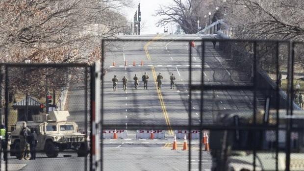 Нацгвардия патрулирует район вокруг Капитолия в Вашингтоне