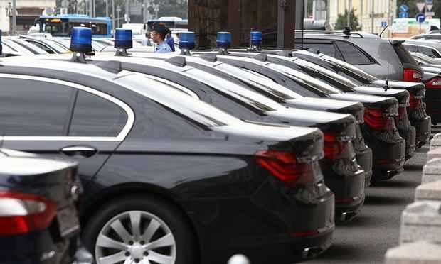 Госдума отказалась принимать законопроект, запрещающий чиновникам покупать автомобили «для служебных нужд» по ценам выше 2 млн рублей.