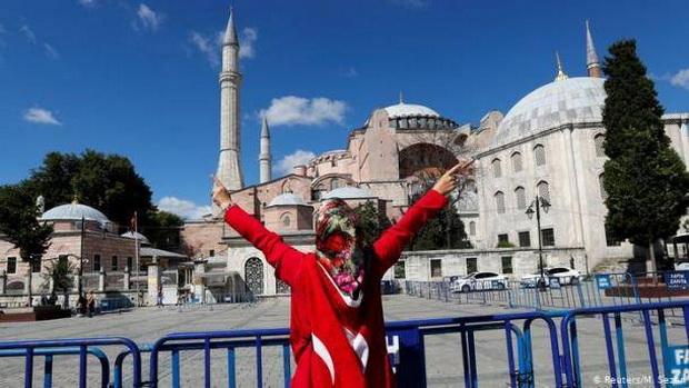 Ведь по решению лидера Турции Эрдогана теперь Собор снова станет мечетью, куда христиане уже не смогут прийти помолиться перед образом Христа.