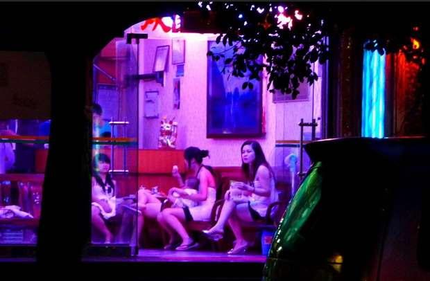 Власти Китая решили отменить уголовное наказание для проституток и их клиентов