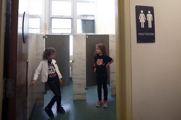 Родители Техаса борются с туалетной реформой Обамы в школах