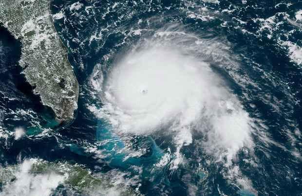 Ураган ~Дориан~ достиг побережья Багамских островов