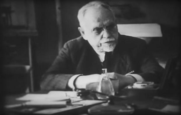 Это удалось только при Советской власти, благодаря энергии и знаниям наркома здравоохранения РСФСР, академика Николая Семашко.