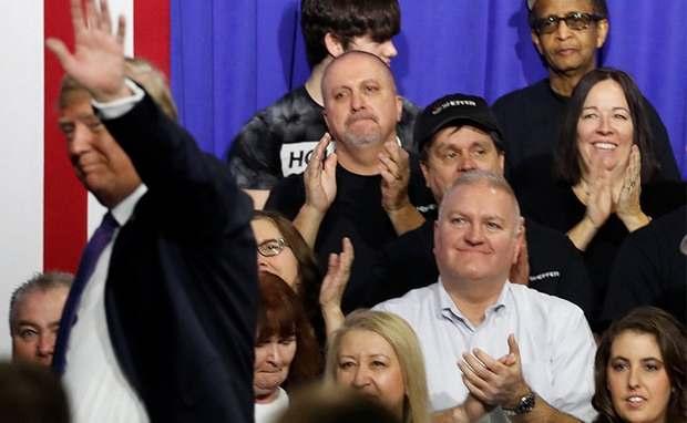 Трамп обвинил в госизмене демократов, которые не хлопали во время его речи перед конгрессом