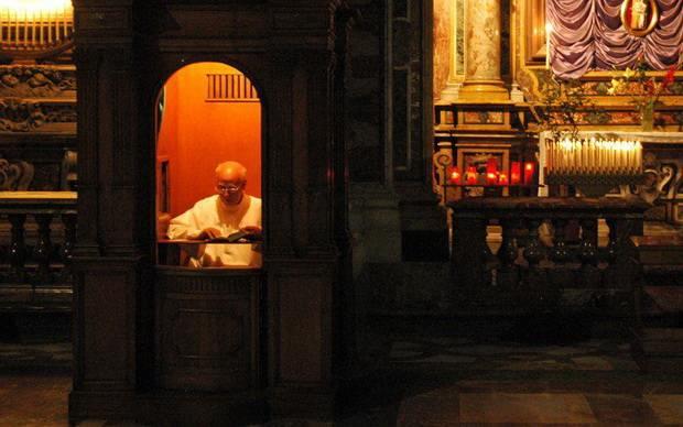 В Калифорнии представлен законопроект, имеющий целью заставлять священников нарушать тайну исповеди