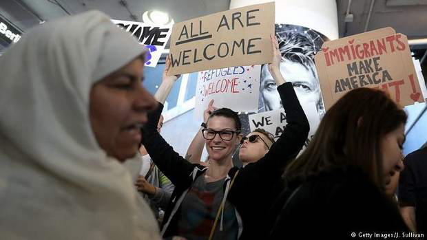 Федеральный судья приостановил запрет Трампа на въезд в США граждан шести стран с преимущественно мусульманским населением.
