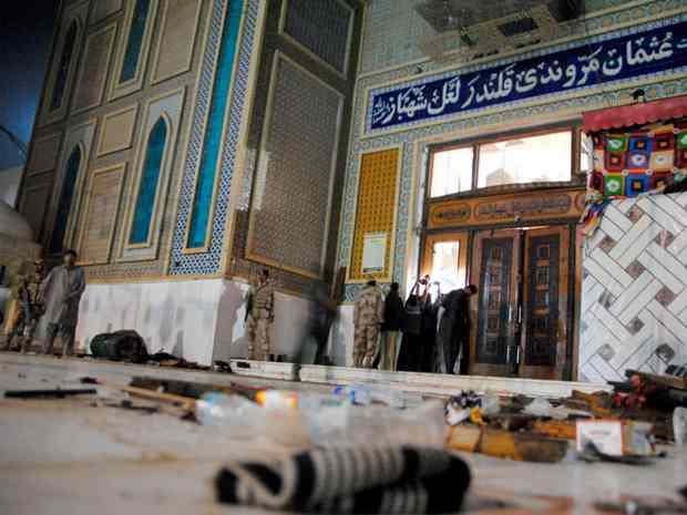 Пакистан: сторонник ИГ подорвал себя в толпе возле знаменитого мавзолея