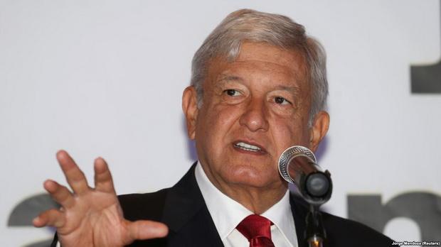 Президент Мексики Андрес Мануэль Лопес Обрадор отказывается признавать наличие дефицита, говоря лишь об изменении системы доставки топлива, чтобы победить воровство из трубопроводов.