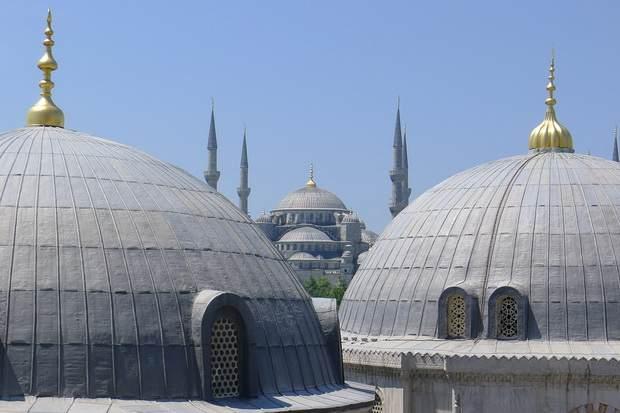"""В турецкой прессе и на различных сайтах можно зачастую встретить объявление: """"продается церковь""""."""