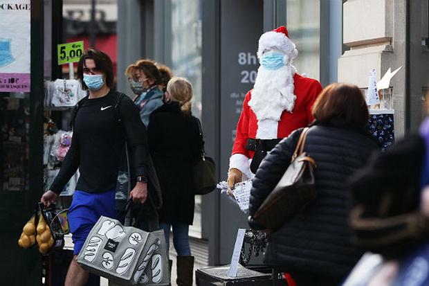 Всемирная организация здравоохранения (ВОЗ) призвала носить защитные маски и во время празднования Рождества и Нового года в кругу семьи