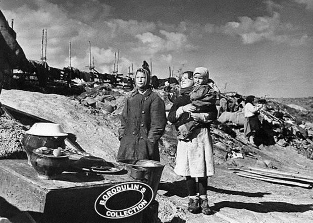 Враги сожгли родную хату. 1941