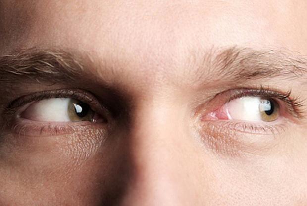 У лжецов бегающий взгляд, либо они вовсе не смотрят в глаза