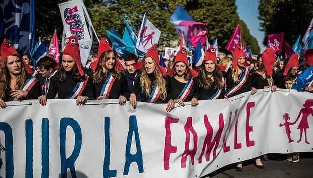 200 тысяч жителей Парижа вышли на марш против однополых браков