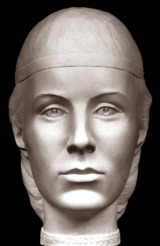 Елена Глинская прельстила своего старого мужа не только красотой, но и свободными манерами, твердостью ума и характера, разнообразными познаниями, которые редко можно было встретить у русских женщин того времени.