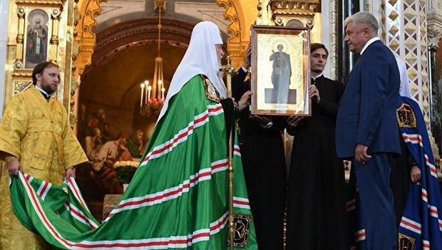 Церемония передачи десяти старинных икон