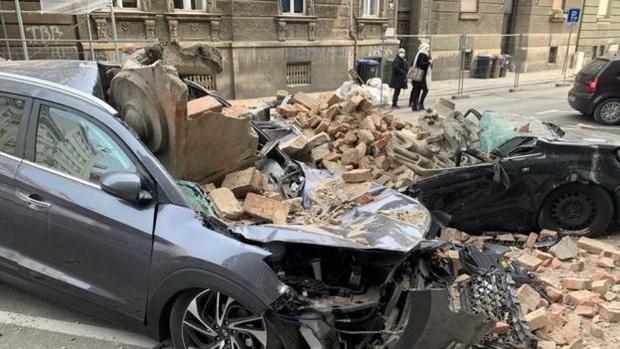Это самое сильное землетрясение в Хорватии за последние 140 лет, сообщает корреспондент Би-би-си на Балканах Гай Делэйни.