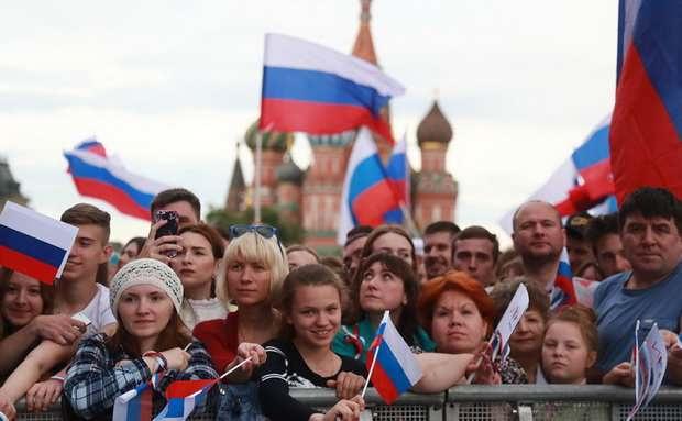 США с трехдневным опозданием поздравили россиян с Днем России