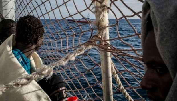 Круизный лайнер спас 111 мигрантов в Средиземном море