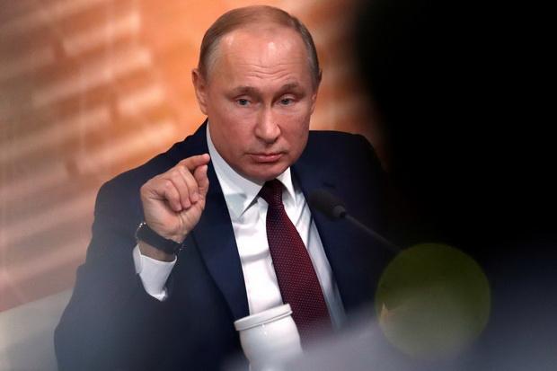 Президент также заявил, что не пойдет на создание неприемлемой для России системы государственной власти ради продления своих полномочий.