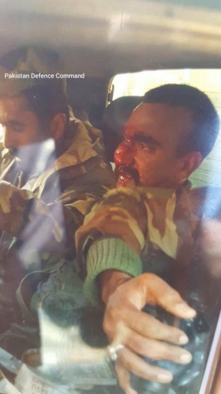 Оба упали в области Кашмир, но в районах, управляемыми каждой из стран по отдельности, сообщил представитель пакистанской армии в среду, 27 февраля. По его словам, два пилота ВВС Индии задержаны.