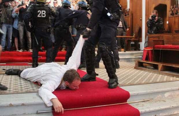 Во Франции штурмуют церкви: здесь будет мечеть!