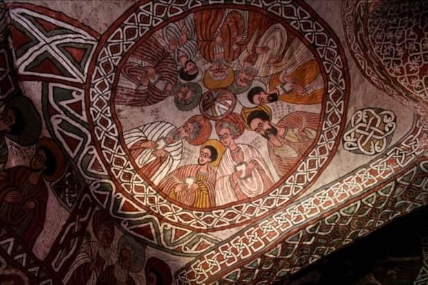 Фрески, украшающие потолок церкви Абуна Йемата