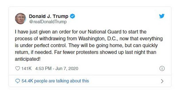 """По словам американского лидера, минувшей ночью в городе было зафиксировано """"гораздо меньше протестующих, чем ожидалось""""."""