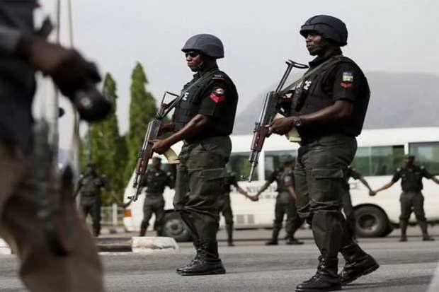 Похищенный на прошлой неделе в Нигерии итальянский священник освобожден, об этом сообщил МИД Италии.