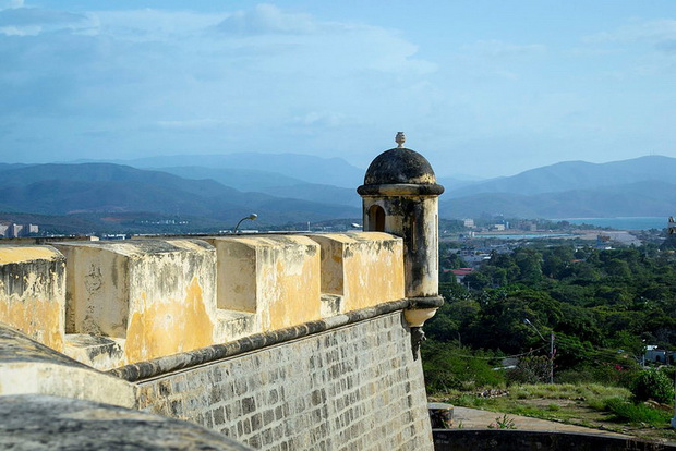 Вид на Куману из замка Сан-Антонио