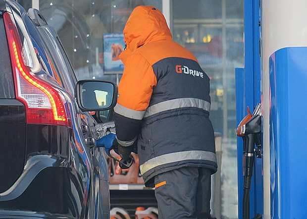Чудеса рыночной экономики: производители снизили цены на бензин, а АЗС – нет