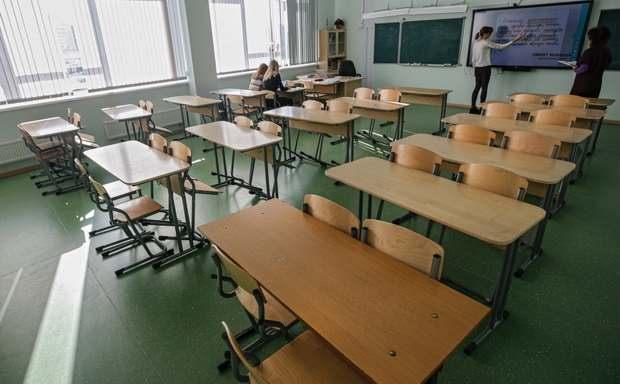 В Минпросвещения сообщили о первых переходах российских школ на удаленку