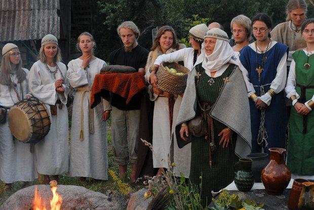 Это значит, что литовские язычники вскоре встанут в один ряд с признанными в стране христианством, иудаизмом и исламом.