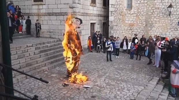 """Президент Зоран Миланович выразил в Facebook свое возмущение, назвав сожжение """"печальным, бесчеловечным и абсолютно недопустимым актом"""". """"Ненависть, нетерпимость и бесчеловечность не присущи и не будут присущи хорватской традиции"""", - заявил президент."""
