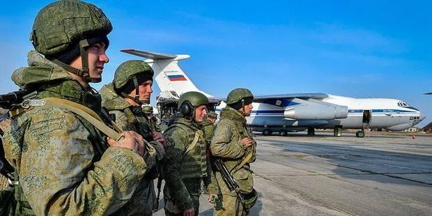 Россия перебросила к западным границам две армии и три соединения ВДВ