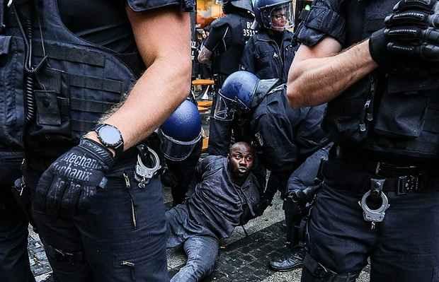 В Европе задержали десятки человек после акций протеста против расизма