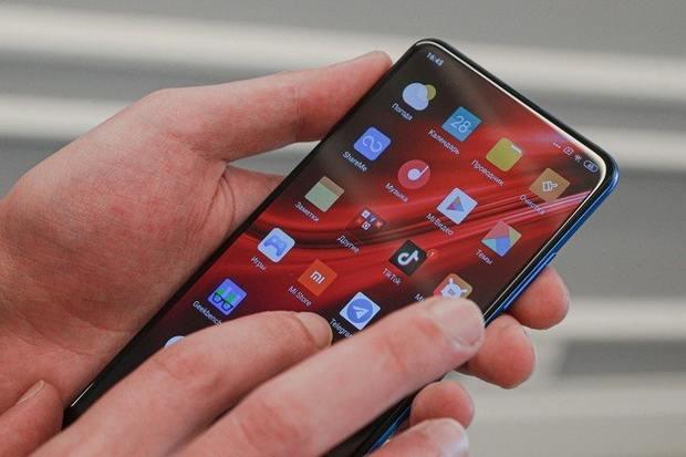 Человечеству предсказали отказ от смартфонов через десять лет