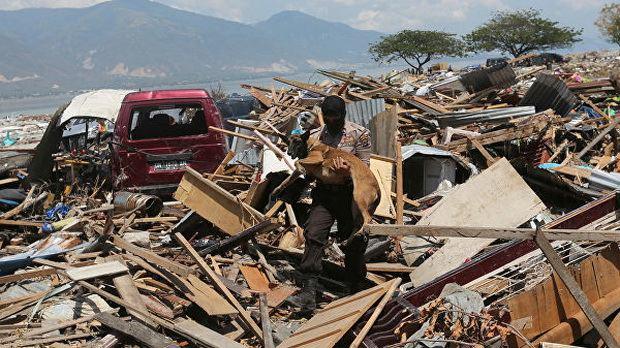 По данным Национального управления по ликвидации последствий стихийных бедствий Индонезии (BNPB), пострадали, по меньшей мере, 580 человек, двое пропали без вести. Кроме того, стихия разрушила сотни зданий, включая несколько отелей, и повредила корабли.